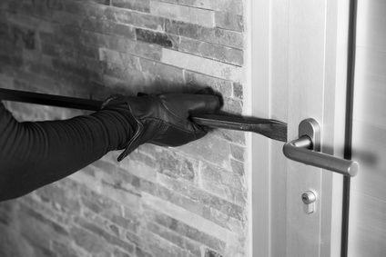 Brechstange an Tür